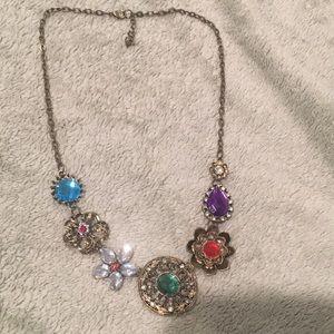 Jewelry - Pretty brooch necklace